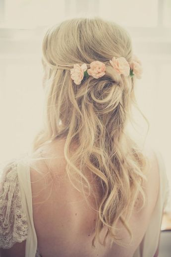 rustic-wavy-half-up-half-down-wedding-hairstyle-with-flowers